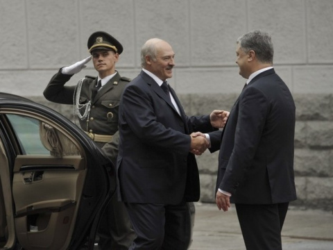Лукашенко напомнил Порошенко…