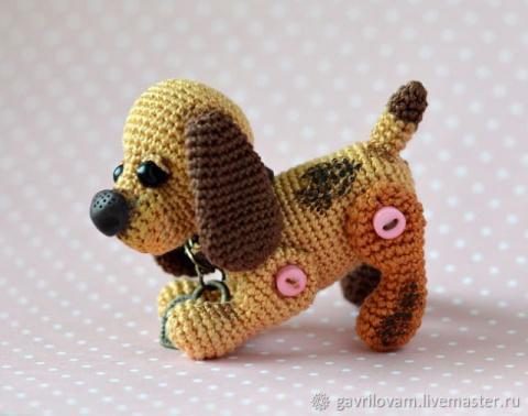 Вязанная собачка Бусинка - брелок