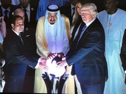 Ритуал со светящимся глобусо…