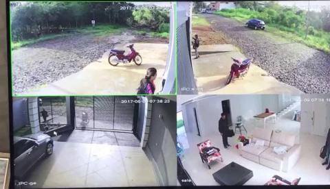 Чувак вернулся домой, когда там хозяйничали грабители