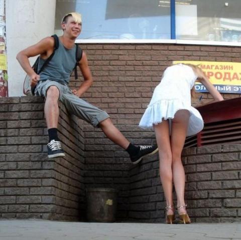 Девчонки - короткие юбчонки)))