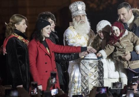 Порошенко послал на открытие главной елки Украины свою жену