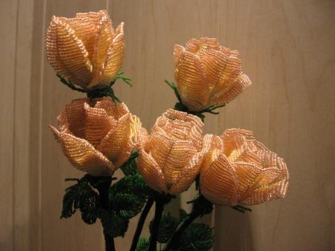 Все эти розы сплетены из