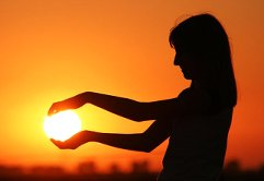 Зачерпнуть бы солнце в ладони!