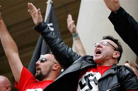 Бороться с европейским фашиз…
