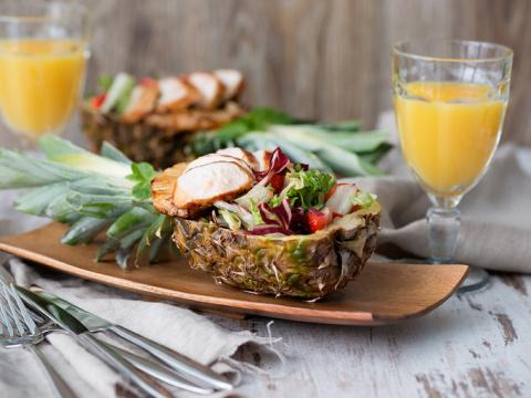 Как красиво нарезать ананас: мастер-класс (видео)