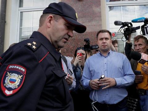 Волонтер штаба Навального пе…