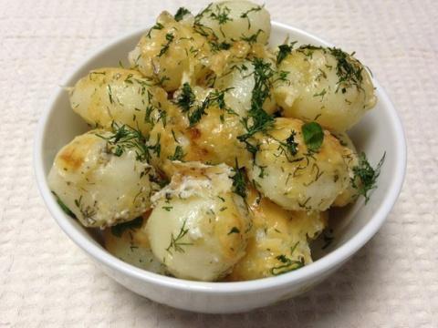 Молодой картофель под сметан…