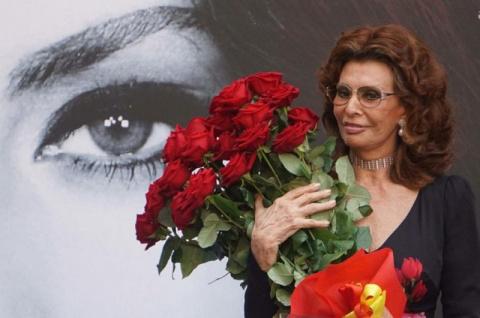Хороша  -  в свои 83 Софи Лорен утрет нос даже молодым старлеткам!