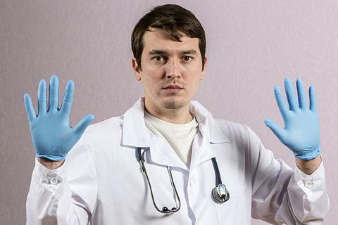Побольше хамства, врачам это…