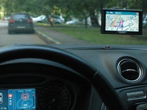 Пять причин использовать в авто навигатор, а не смартфон с онлайн картой