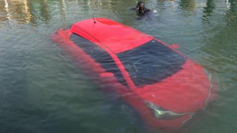 GPS-навигатор направил машину прямо в озеро, и женщина его послушалась!