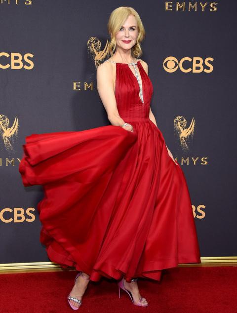 20 самых красивых платьев с церемонии «Эмми 2017»
