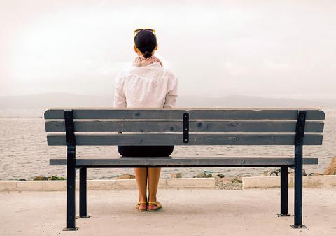 Все больше сильных женщин, самодостаточных женщин…но почему-то не веет от них женским счастьем...