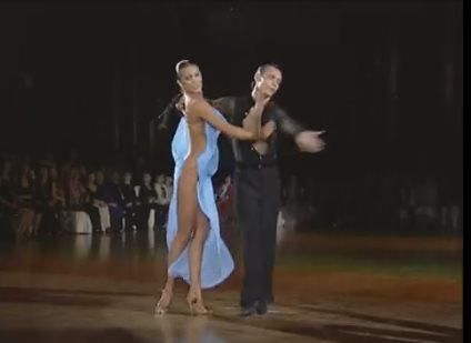 Всемирную известность этому танцу принесло платье танцовщицы. Платье? Или его отсутствие?