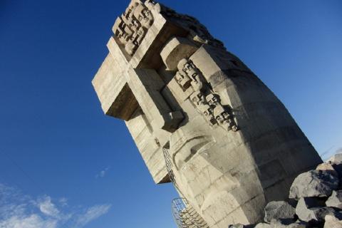 «Маска скорби» - памятник в …