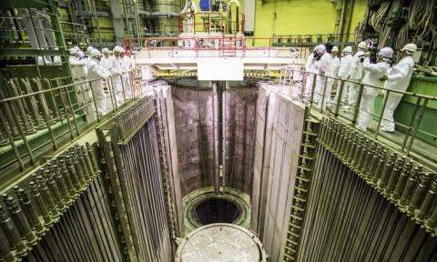На Ленинградской АЭС-2 загружена в активную зону первая тепловыделяющая сборка