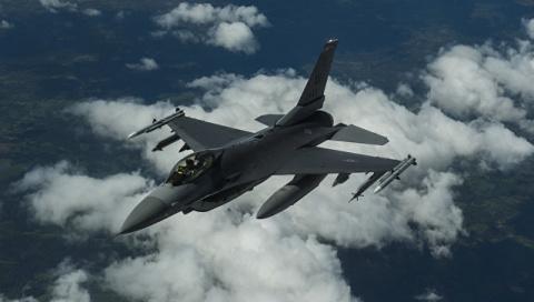 Самолет НАТО устроил погоню за Шойгу в небе над Балтикой