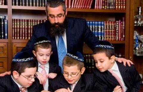 Почему у евреев так много де…