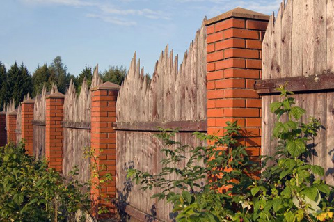 Каким забором можно отгороди…