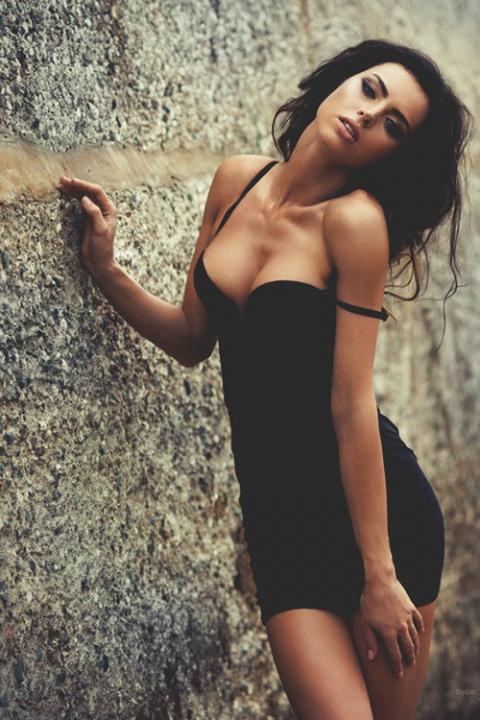 Красавицы в обтягивающих платьях