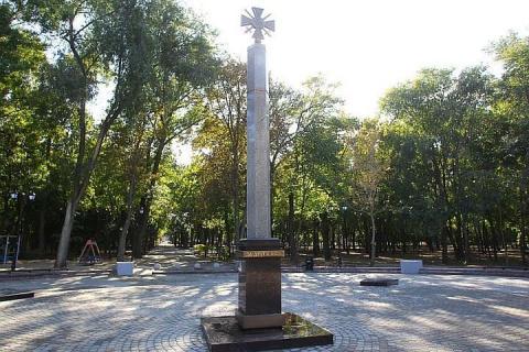 Песков прокомментировал участие Суркова в открытии памятника героям Донбасса
