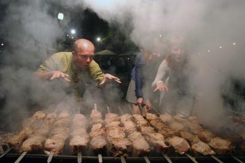 """""""РГ""""-советы: Где жарить, как готовить и с чем есть шашлыки"""