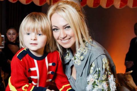 Сын Яны Рудковской позирует вместе с «самой красивой девочкой в мире». Прекрасная пара!