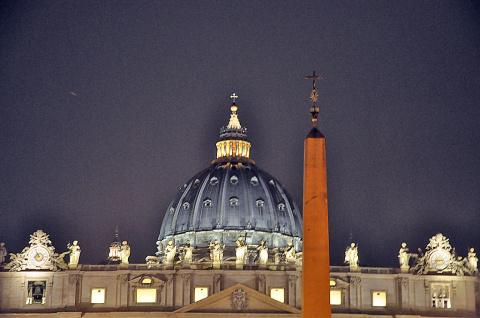 Ватикан. Ночь. Собор Святого Петра