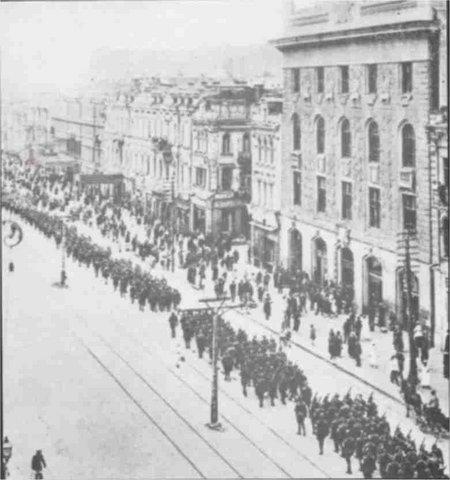 9 мая 1920 г. польские войска устроили парад на Крещатике в оккупированном Киеве