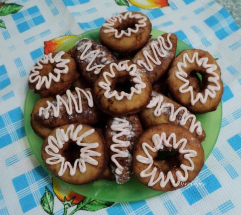 Пончики и пирожки с джемом