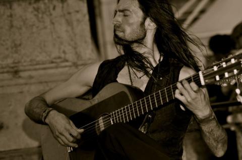 Эстас Тонне, великолепный гитарист.