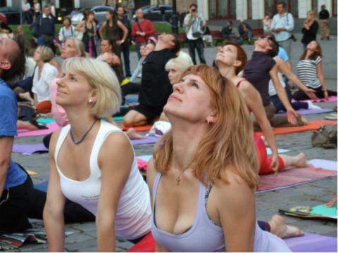 Йога для лица оказалась способна заменить хирургическую подтяжку