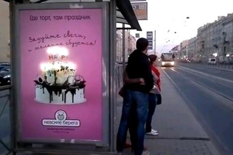 Петербуржцам предложили задуть свечи на нарисованном торте