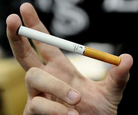 Японские ученые доказали опасность электронных сигарет