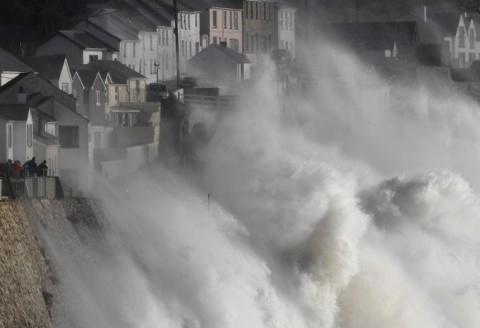 Тропический шторм накрыл Ирл…