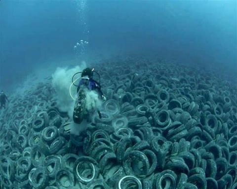 Экологи встревожены: в Мировом океане находится почти 270 000 тонн пластиковых отходов