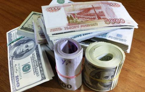 РАН: К концу года рубль ожидает девальвация