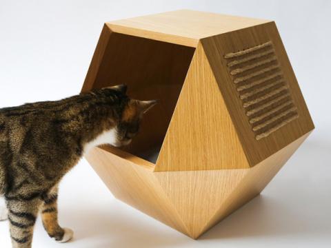 Наше русское: домик для кота и столик для его хозяев