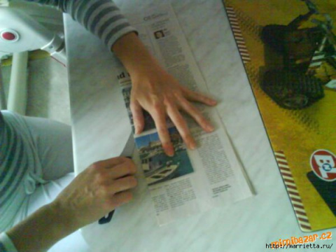Как крутить и красить трубочки из газет