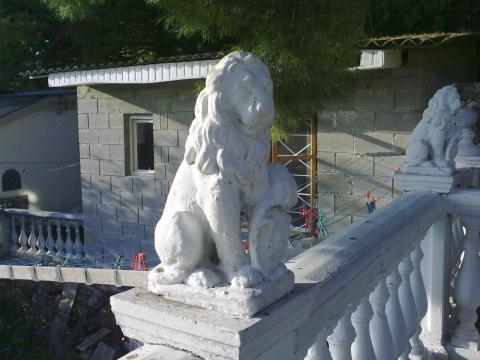 Белый лев ждет белояровцев.