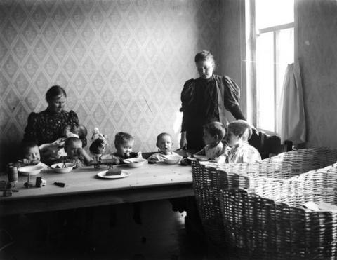 Детство в СССР. Ясли и детские дома. Москва 1927 год.