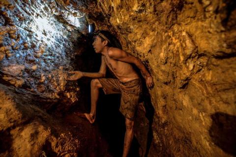 20 снимков с незаконных золотых шахт в Венесуэле
