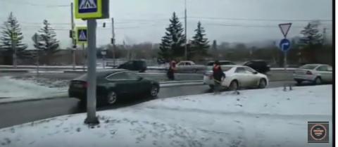 В Красноярске косили... снег