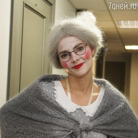 Боярская выступила перед своим сыном в роли бабушки