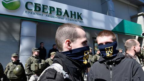 У Сбербанка в Киеве отняли имя, у лошади Щорса — ногу, на очереди Родина
