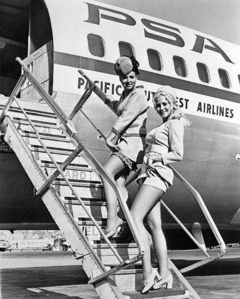 Обворожительные стюардессы прошлого