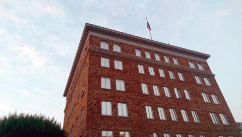 С консульских зданий в Сан-Франциско сорвали российские флаги