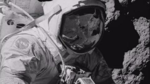 На Луне обнаружен человек без скафандра