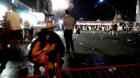 Самое кровопролитное массовое убийство в истории США: 59 человек погибли при стрельбе в Лас-Вегасе